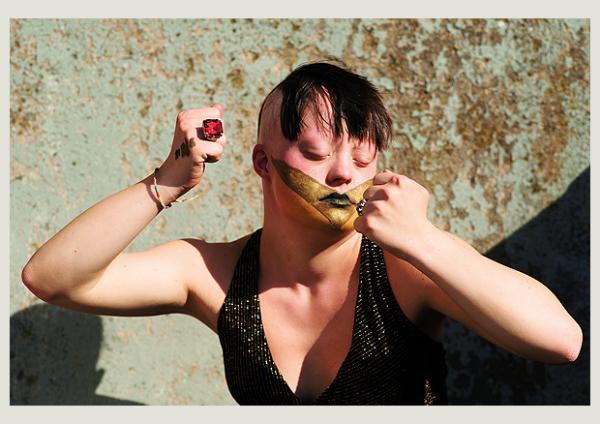 TOUCHDOWN – Eine Ausstellung mit und über Menschen mit Down-Syndrom | Johanna von Schönfeld, Ohrenkuss-Ausgabe «Superkräfte», 2013 © Martin Langhorst