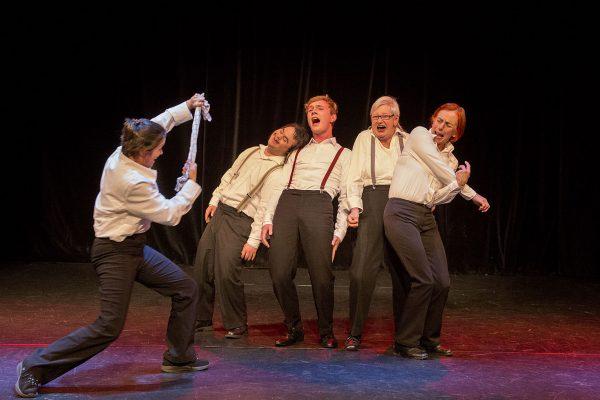 BLAUMEIER macht Theater mit LES GROOMS – EIN FUß IM SAXOPHON NO. 3: VÖLLIG VON DER ROLLE!