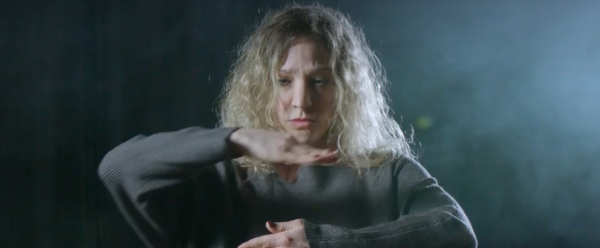"""Musikvideo """"Black Dogs"""" – eine Mischung aus Musik, Tanz und Gebärdensprache"""