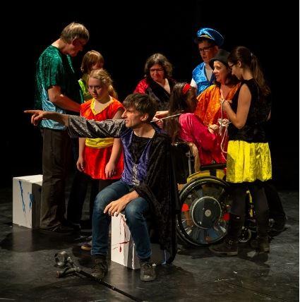 Theater Sosh: UNTER MEINER HAUT | Inklusives Theaterstück